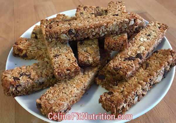 Barres de céréales heathy et vegan à la noix de coco et pépites de chocolat noir
